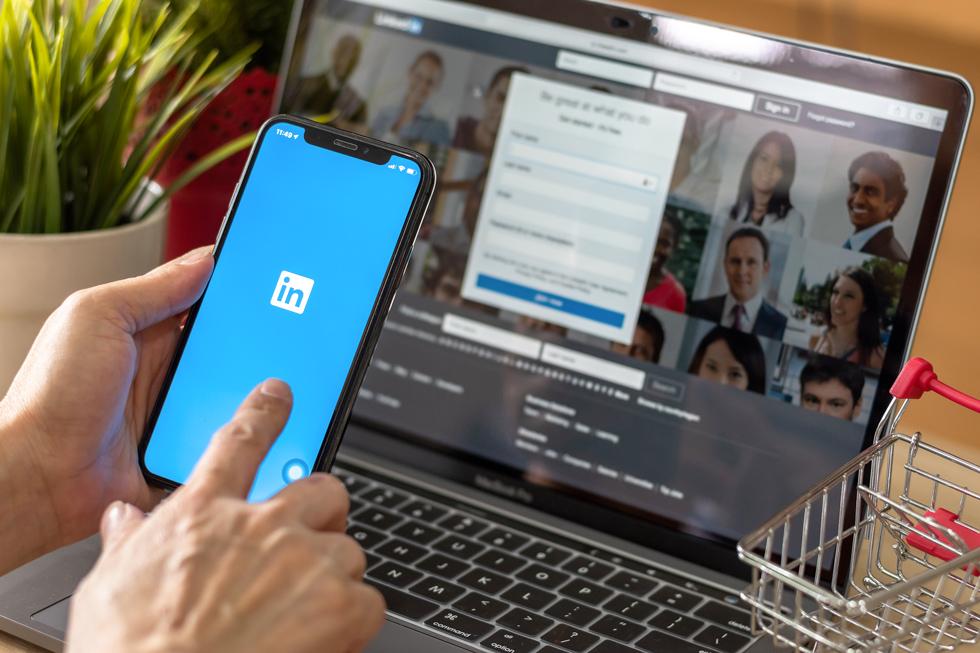 Linkedin: il social dei professionsti apre le porte alle stories per connetersi alla generazione Z e non solo.